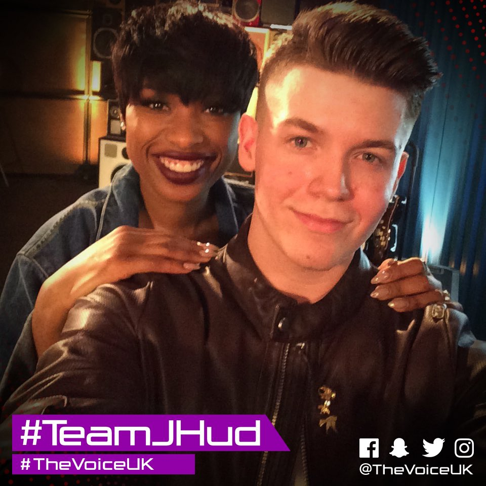 If there was a team made to take selfies, this is it. #TeamJHud #TheVo...