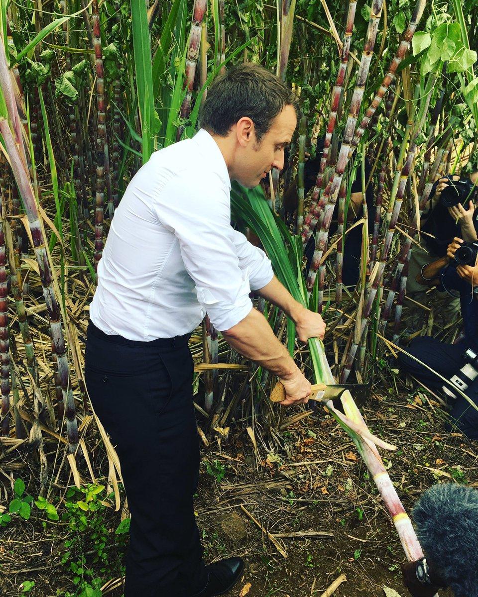 Les spectateurs s'enfuient de son meeting.. mais Macron ratisse.. fou de rage @azi_azip Lol.. 😘😘