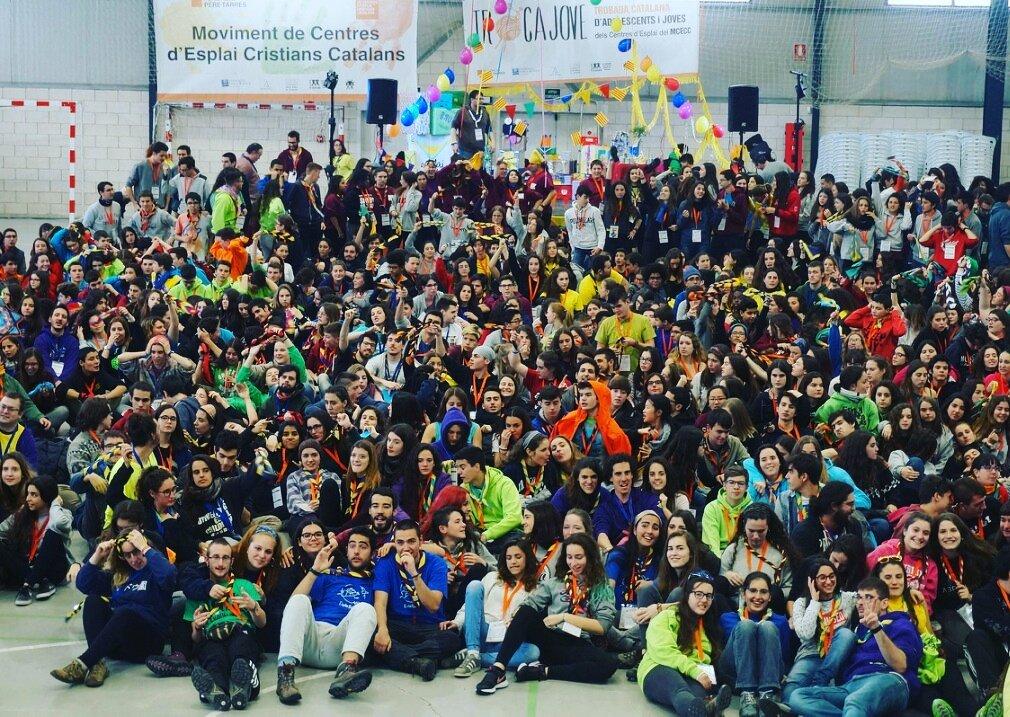 Un miler de joves de centres d&#39; #esplai de @esplaisMCECC es reuneixen a #agramunt per reflexionar sobre #consumresponsable #lleure<br>http://pic.twitter.com/MM5AYsQctY