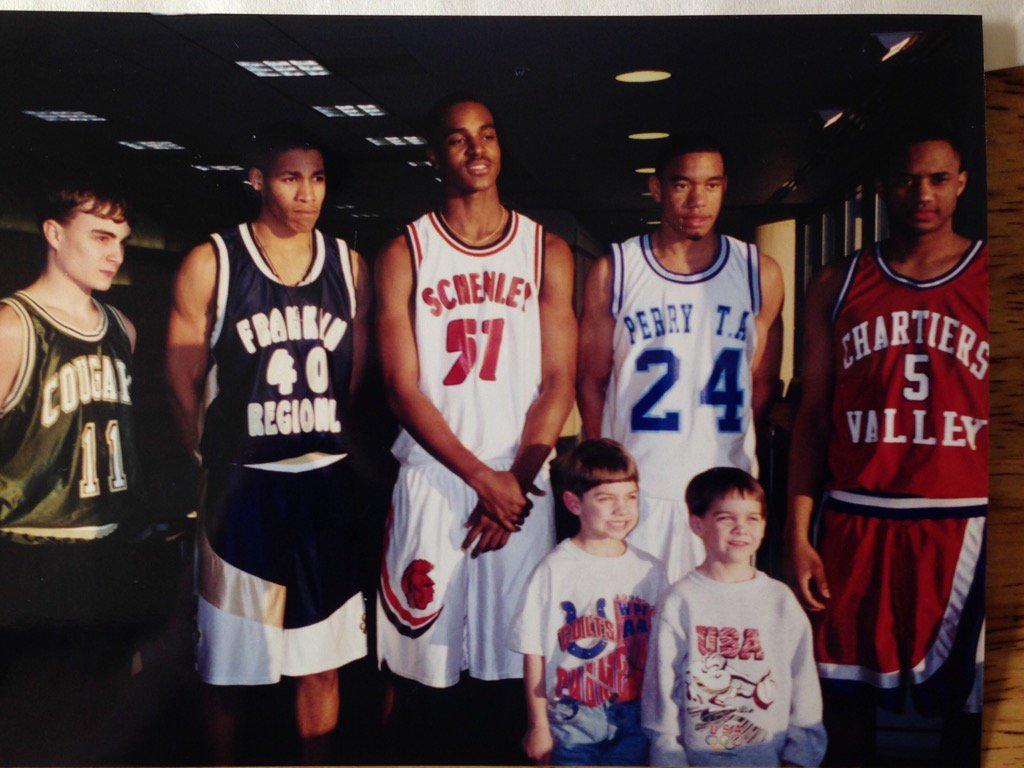Check this one in 1997. When Archie Miller was Fab 5. The little squirt front right is none other than TJ McConnell https://t.co/HL0Bvmf8Vv