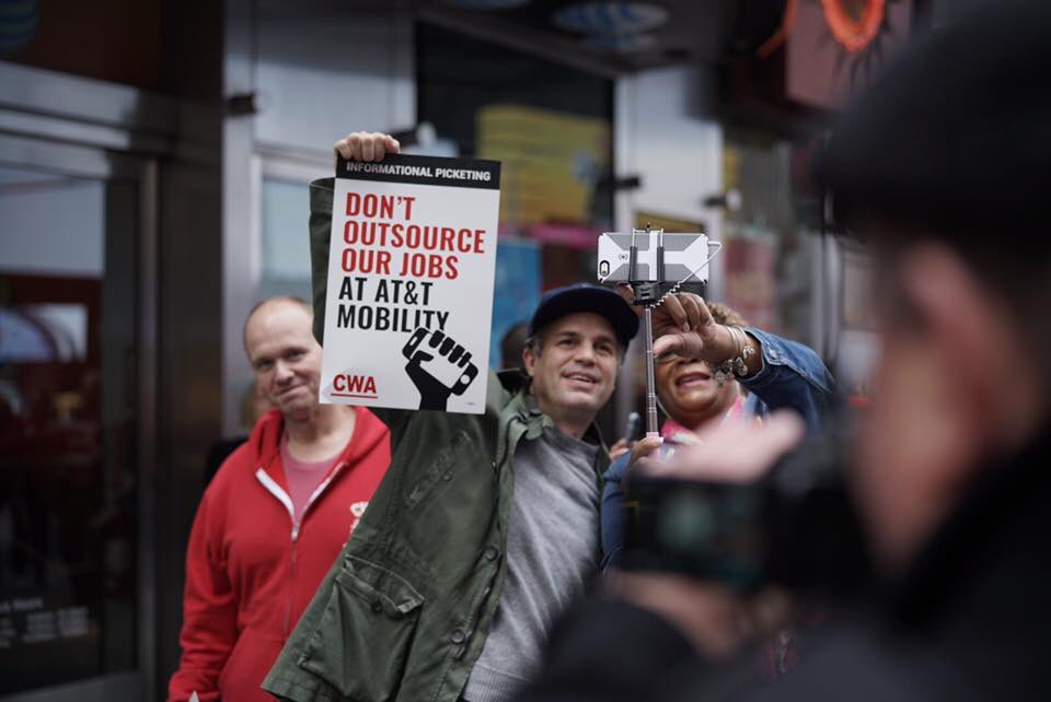 THANK YOU @MarkRuffalo for standing with @CWAunion members for good jobs at @ATT in NYC today! ️ #LifeAtATT #1u <br>http://pic.twitter.com/4OlG0P6TPJ