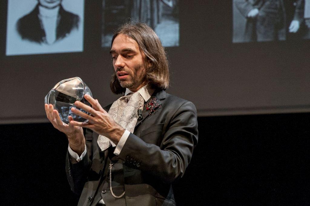 Re-découvrez le dernier talk USI de #CédricVillani en attendant sa prochaine conférence à @MaisonMetallos :  http:// bit.ly/2mcCpzg  &nbsp;   #maths <br>http://pic.twitter.com/NpmFvEqzde
