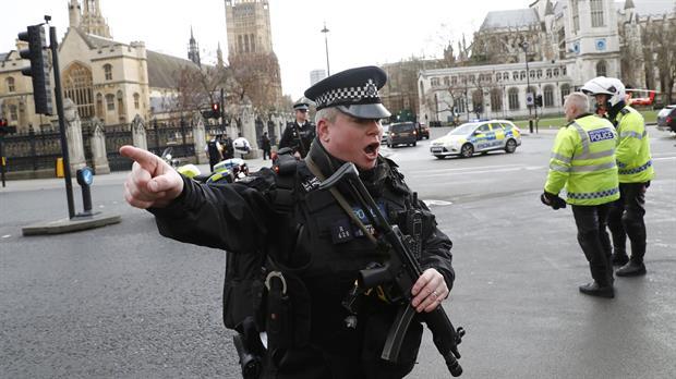 El autor del atentado de #Londres trabajó como profesor de inglés en #ArabiaSaudí <br>http://pic.twitter.com/SbGUYTcop9
