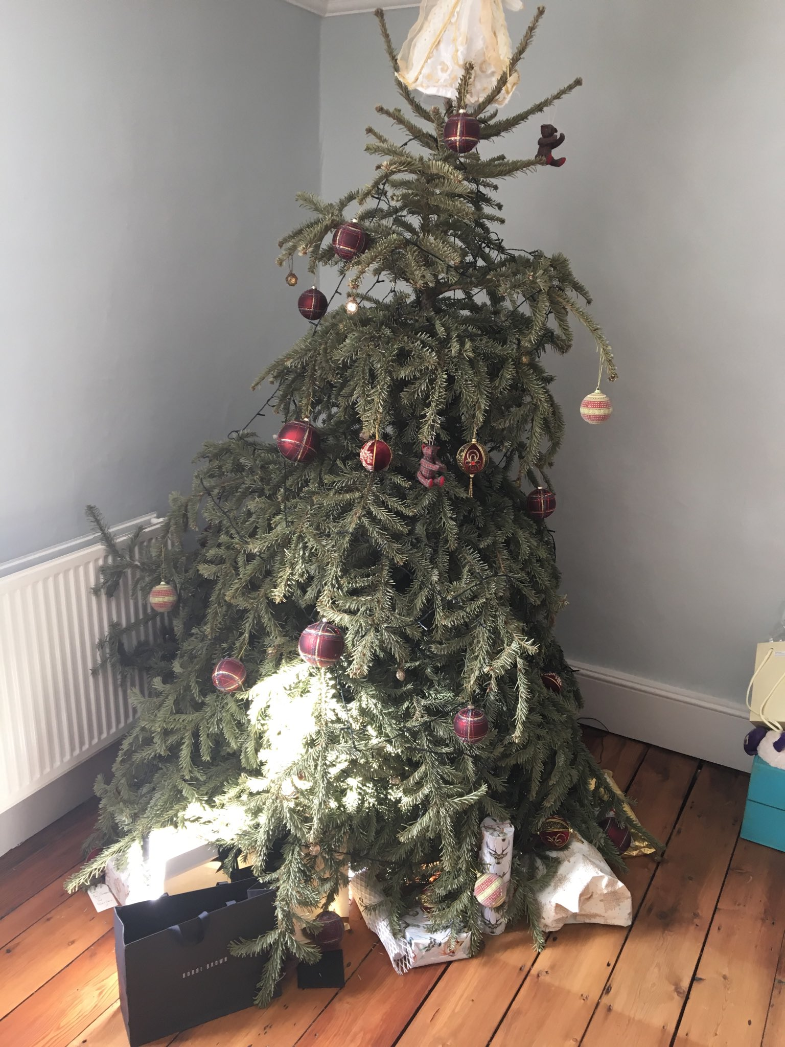 I've been so busy I have a dead Xmas tree in my living room - how sad is that! https://t.co/grUL7Z4qGk
