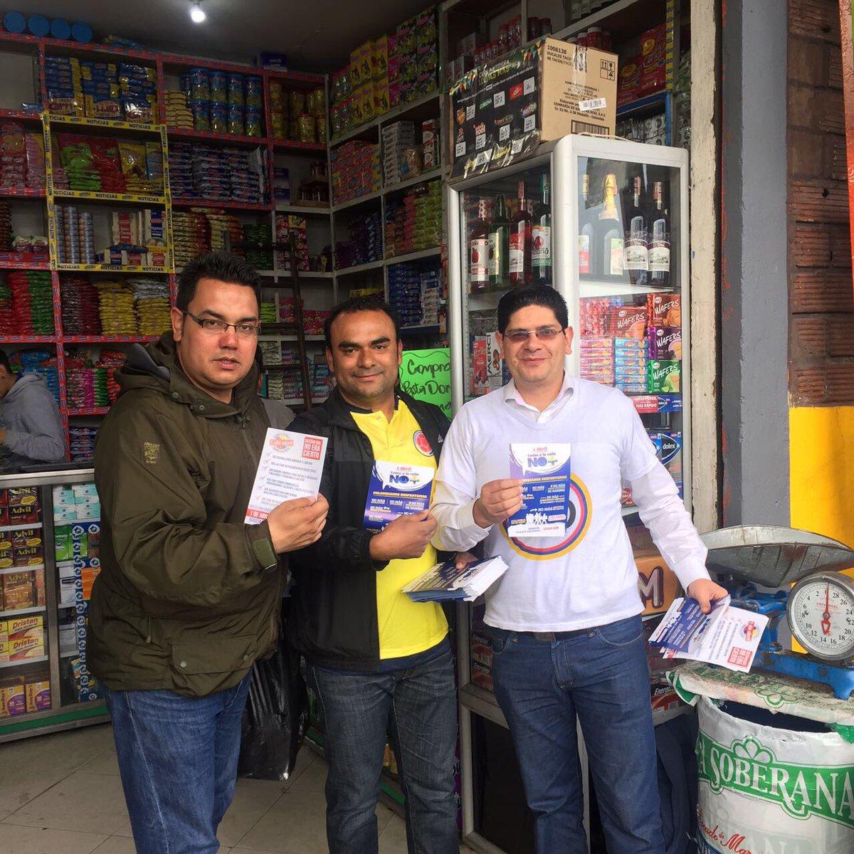 En Corabastos, Bogotá, invitan a salir a la calle. #YoMarchoEl1DeAbril...