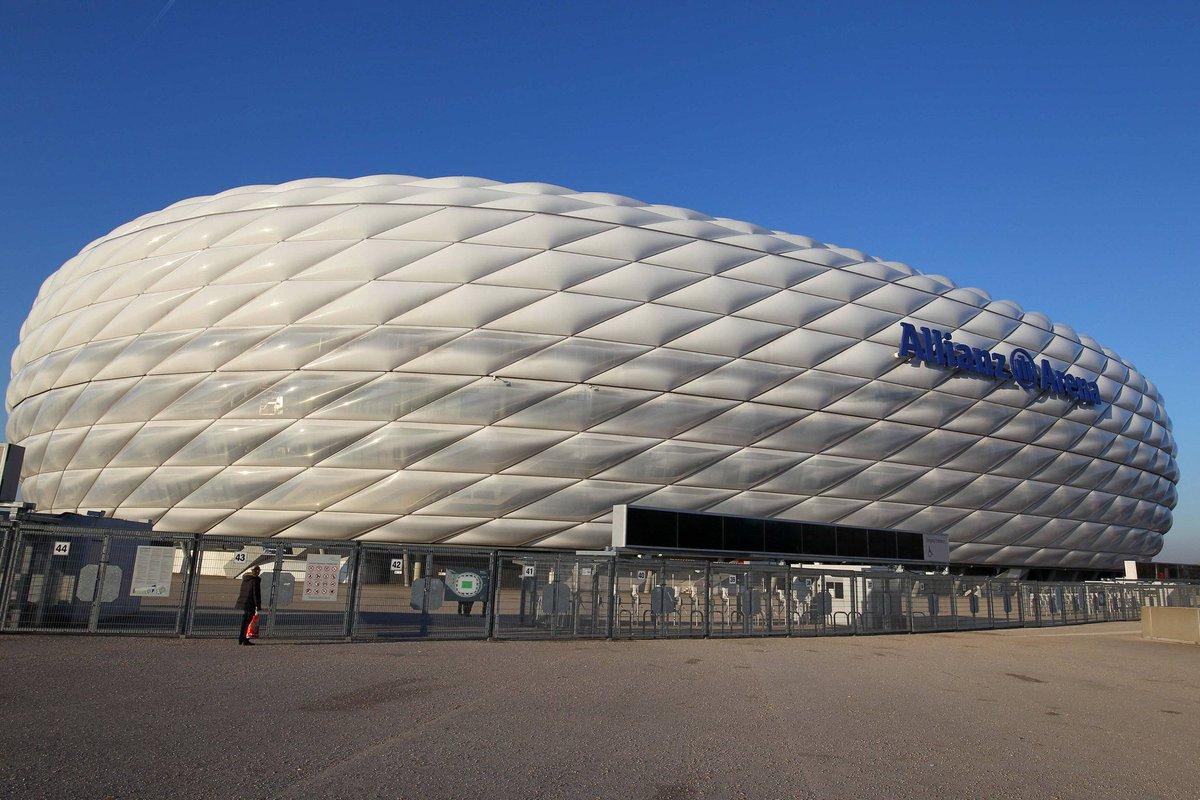 It's 15:30 CET on a Saturday...anyone else missing #Bundesliga footbal...