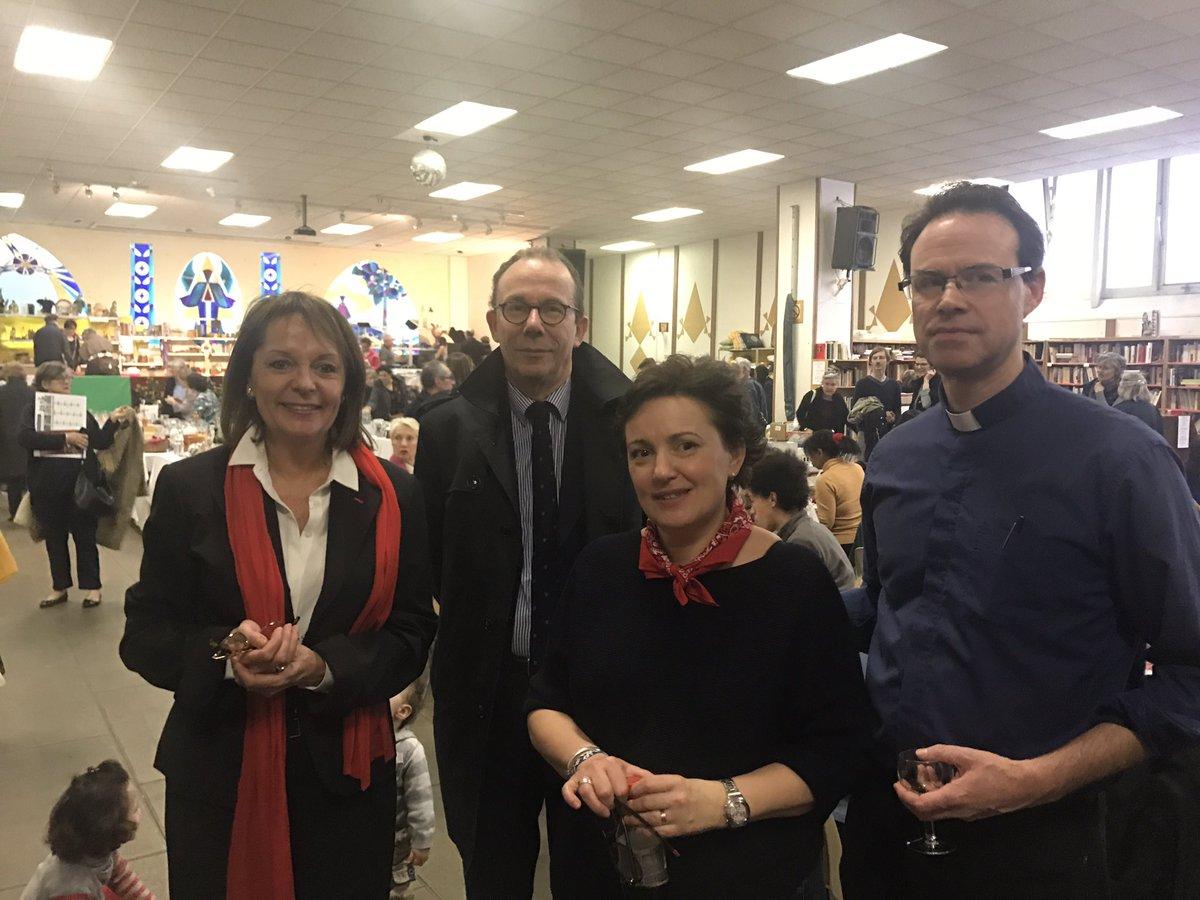#Brocante #Saint #Joseph profitez en c&#39;est pendant tout le week end! #Paris17 stands, bar, idées de cadeaux #partage @dioceseparis<br>http://pic.twitter.com/PEEt6ODoyl