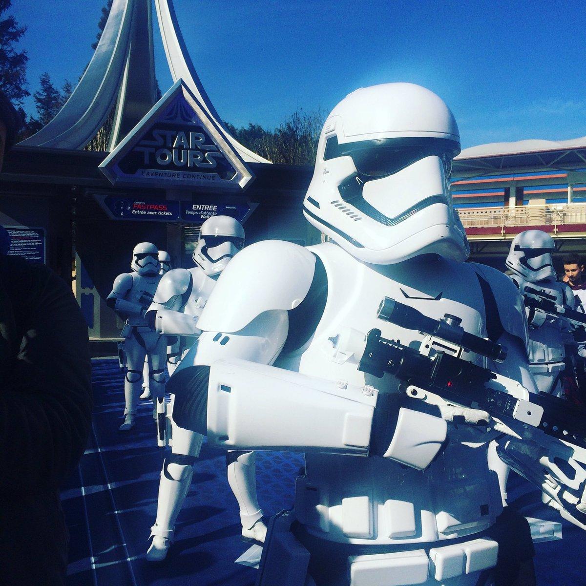 Les #stormtrooper inaugurent la nouvelle attraction #StarTours2 à @DisneylandParis #DisneylandParis25<br>http://pic.twitter.com/EPFl9qJqCT