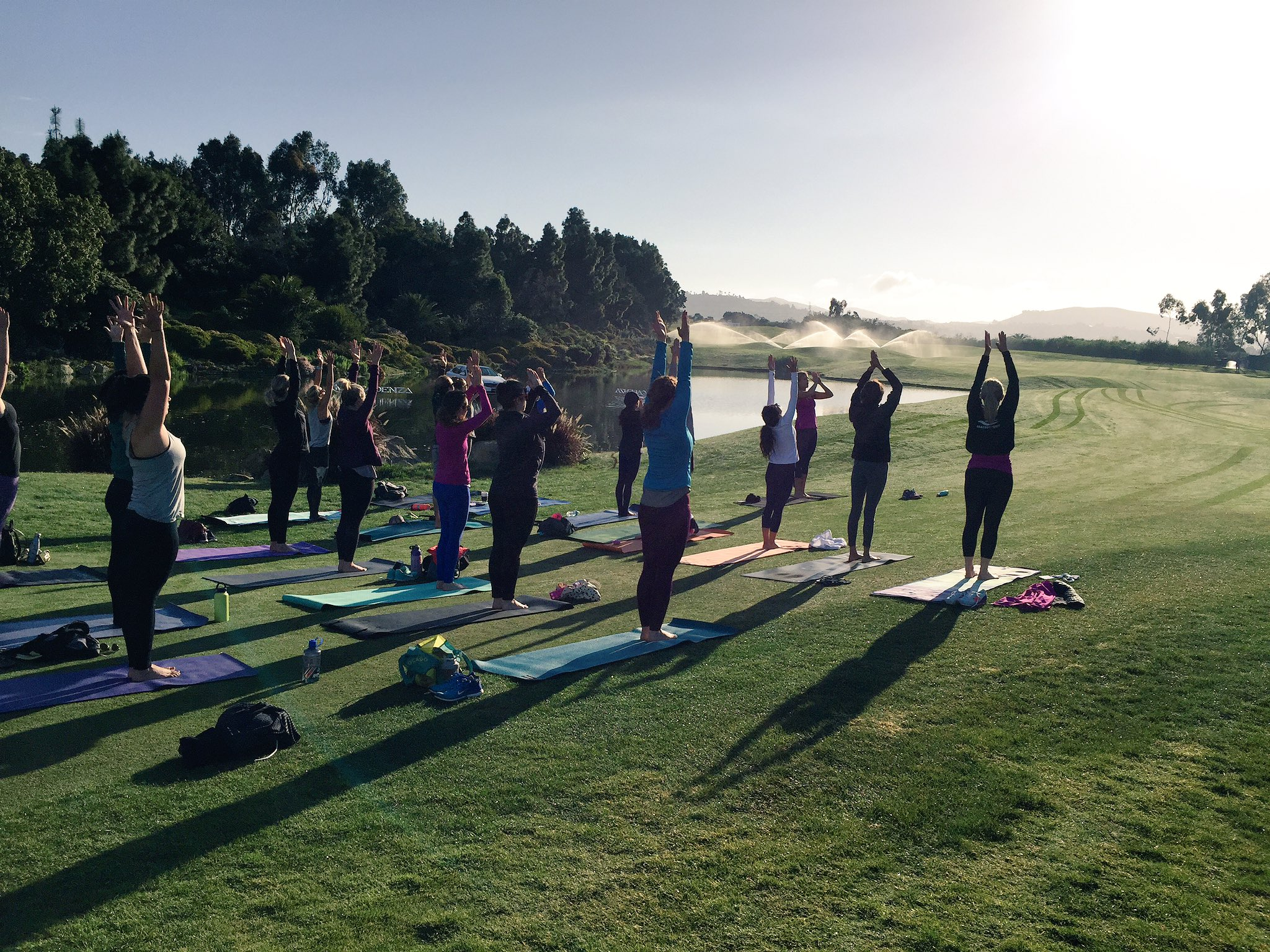 Beautiful morning for #YogaontheGreen with @gracedbygrit thank you for joining us! #KiaClassic https://t.co/QoAPECO5gl
