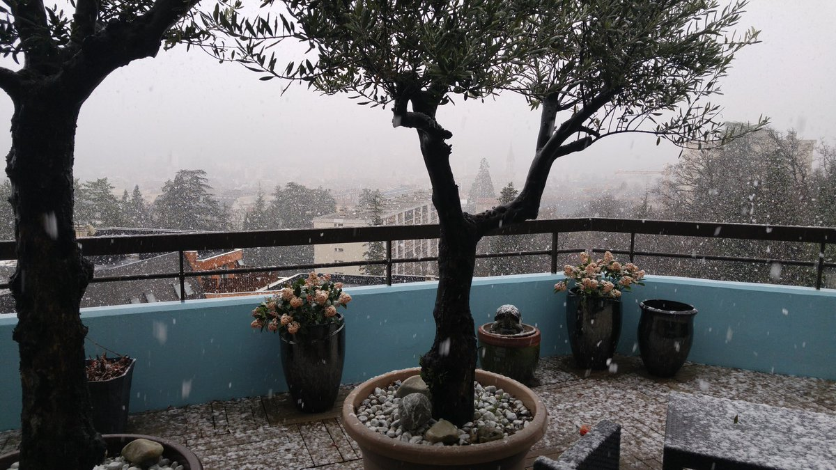 #neige jusqu&#39;à #gap et à 600m d&#39;altitude dans le 05. 15 degrés de perdus depuis ce matin Laurent Godier (c) @diciradio<br>http://pic.twitter.com/pAbWEmlzFZ