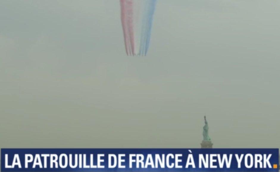 #DIRECT // : La #PatrouilleDeFrance survol en ce moment New York pour marquer l&#39;amitié Franco Américaine  ( Via @BFMTV )<br>http://pic.twitter.com/GFbNi3RuK6