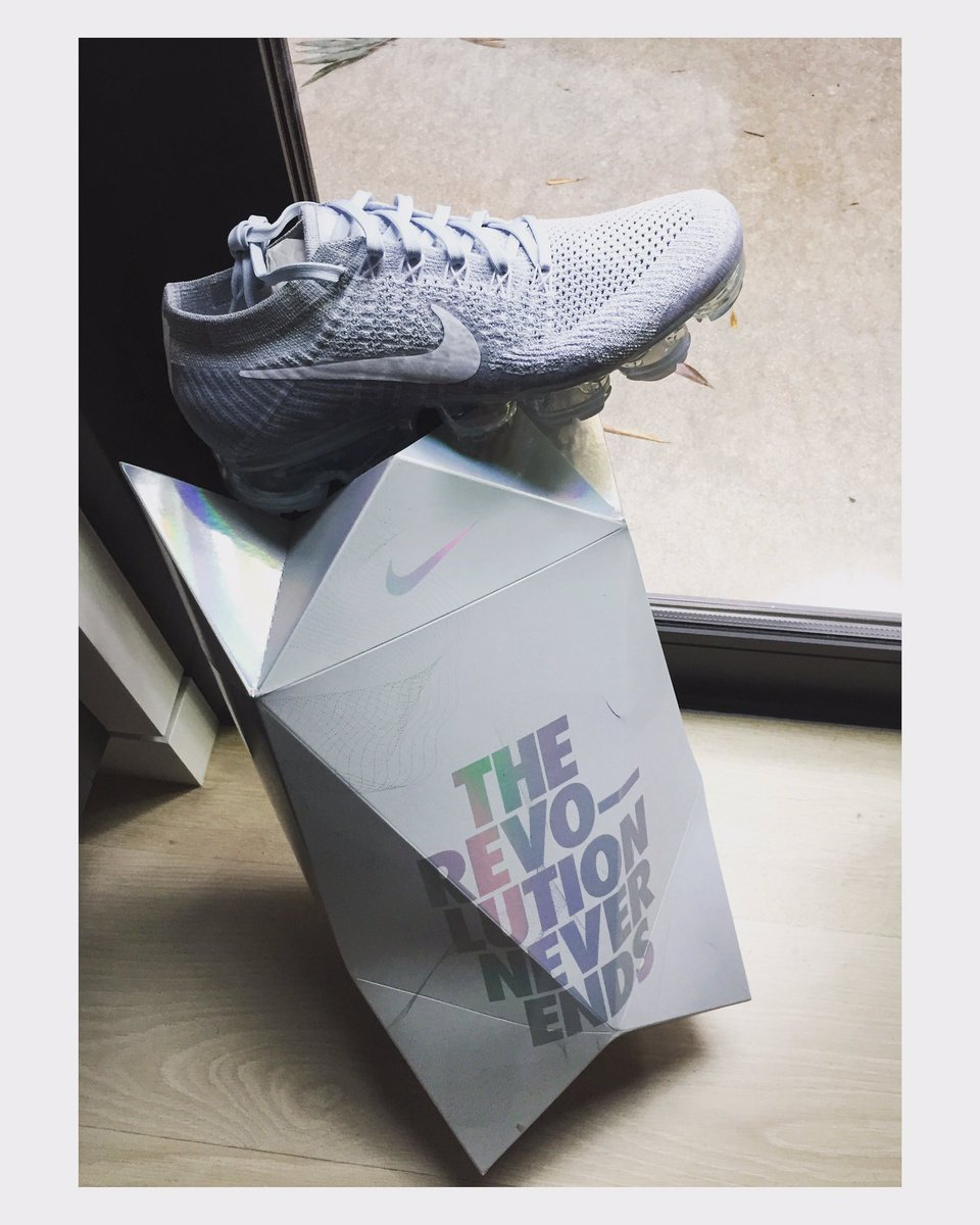I don't usually keep shoe boxes but 😍. The new @Nike Air #VaporMax kno...