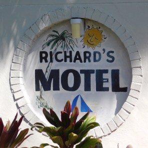 L&#39; #hôtel des #francophones à #Hollywood en #Floride : Richard&#39;s Motel !  http:// courrierdefloride.com/2017/03/24/lho tel-francophones-a-hollywood-floride-richards-motel/ &nbsp; …  via @CourrierFloride #Tourisme #Voyages<br>http://pic.twitter.com/BMAWWX0oYr