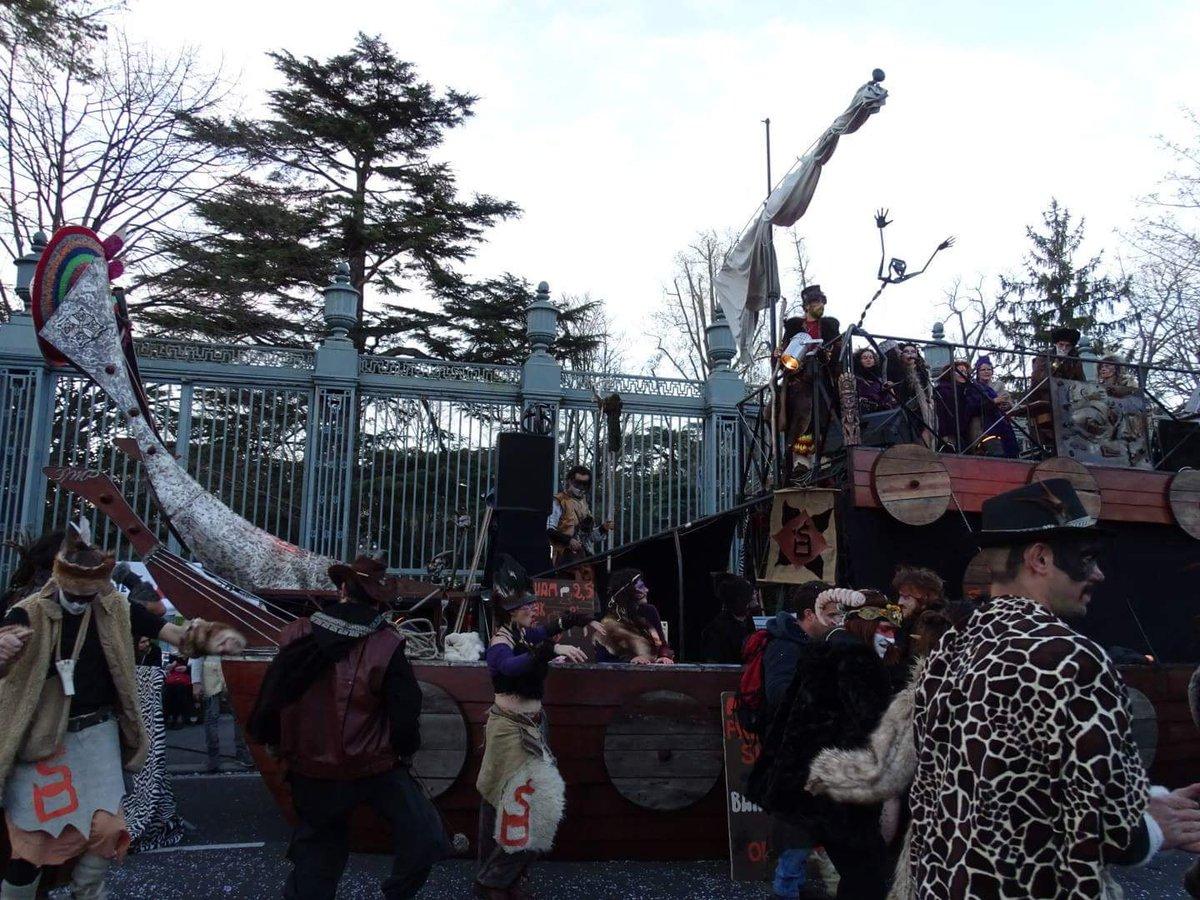 En attendant l&#39;heure du Grand Défilé, on vous fais patienter avec le Drakbar! Que la fête commence  #carnaval #toulouse #party #enjoy <br>http://pic.twitter.com/sf4zxsyuUo