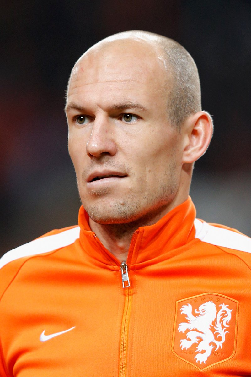 .@ArjenRobben is in the Holland starting XI to face Bulgaria. 👍 Good l...