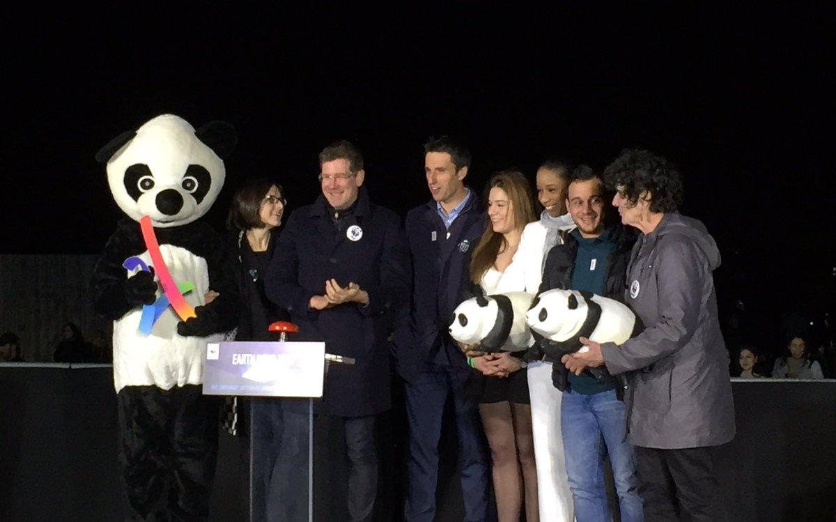 Paris2024: RT WWFFrance: La Tour Eiffel s&#39;est rallumée mais l&#39;action pour la planète continue ! #EarthHour #change… <br>http://pic.twitter.com/zHpGZVxyha
