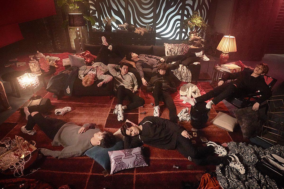 [PHOTOS] 170325 - #EXO sur le tournage de leur publicité pour SKECHERS ( https://www. facebook.com/skecherskorea/ posts/1453661878038872 &nbsp; … )<br>http://pic.twitter.com/OFY62TbWCT