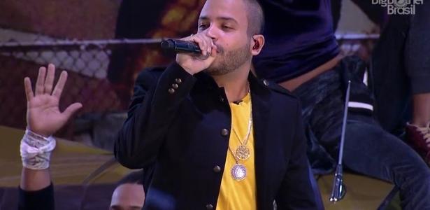 Emilly gostou: O rapper Projota canta e agita Festa Gueto https://t.co/QyMovDJ9up #BBB17
