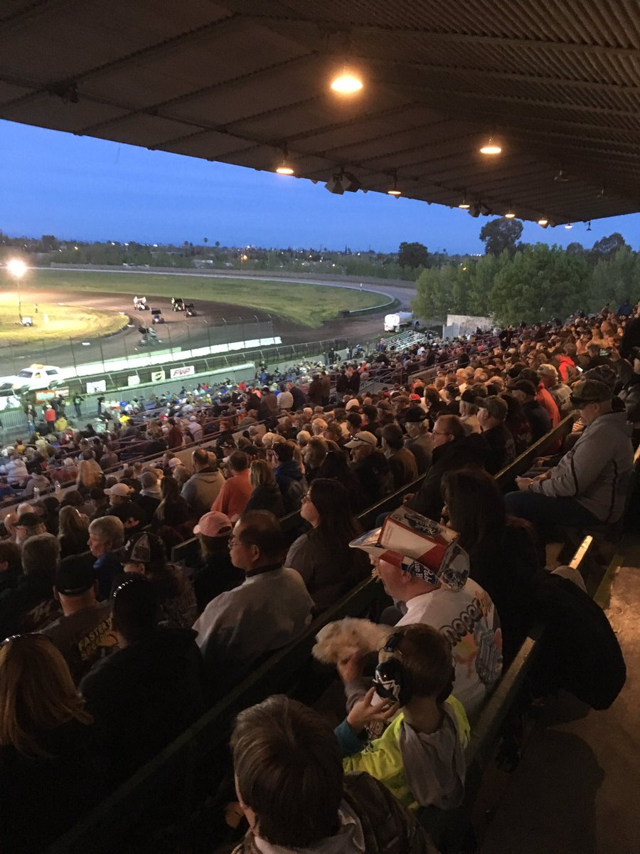 What a crowd on hand @StocktonDirt #WoOCraftSCS https://t.co/V4wgpD7FU...