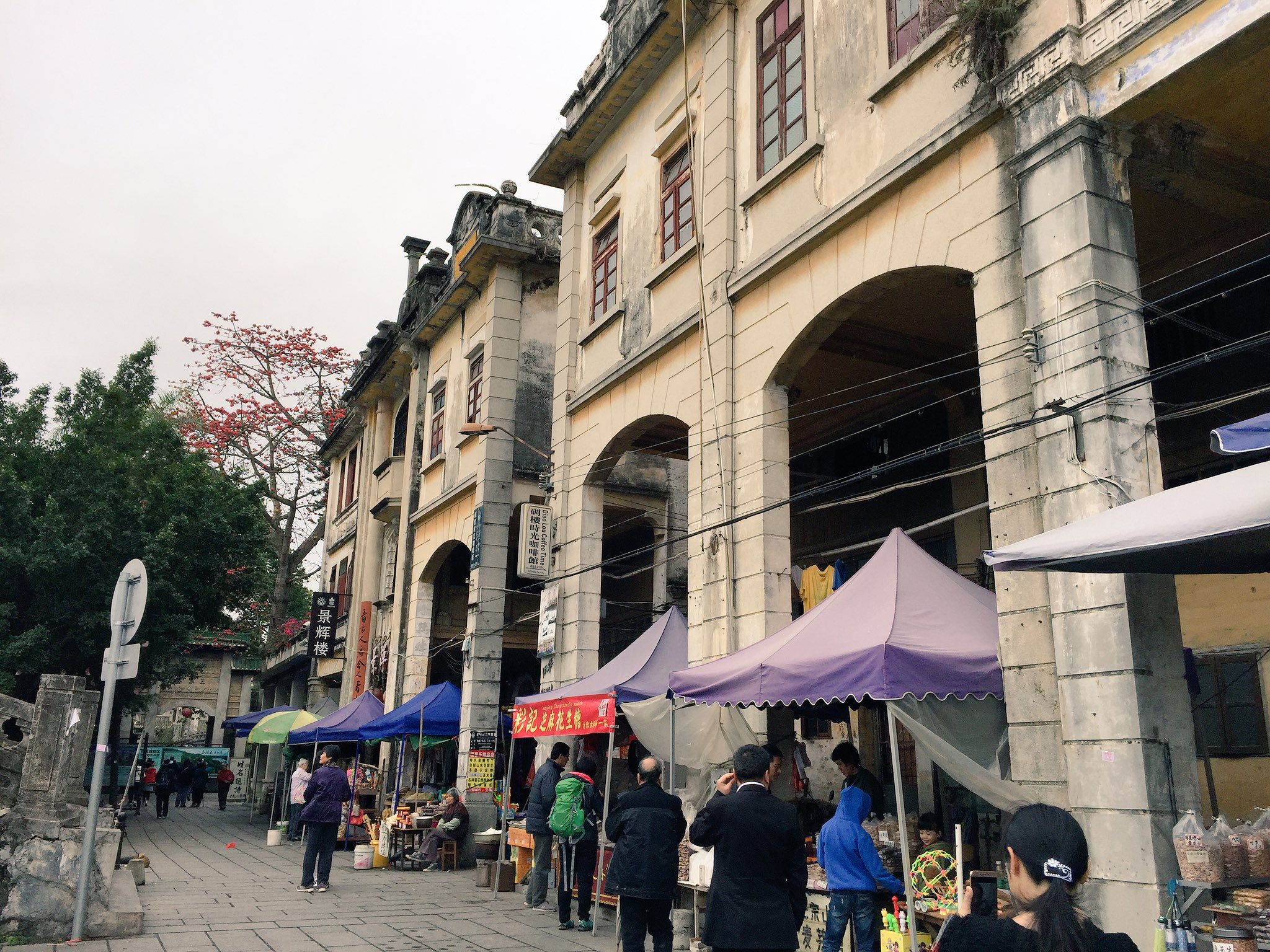 Booming tourist trade at Chikan. Big change since I last visited in 2009. #cahht17 https://t.co/VCxMEWPhRO
