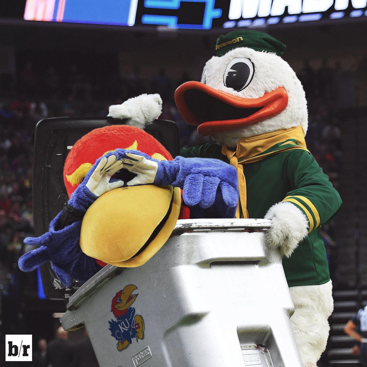 Oregon closes the lid on Kansas' Final Four hopes! https://t.co/KZPnOM...