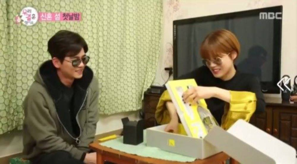 Jang Do Yeon and Choi Min Yong exchange their first gifts on \'We Got Married\'