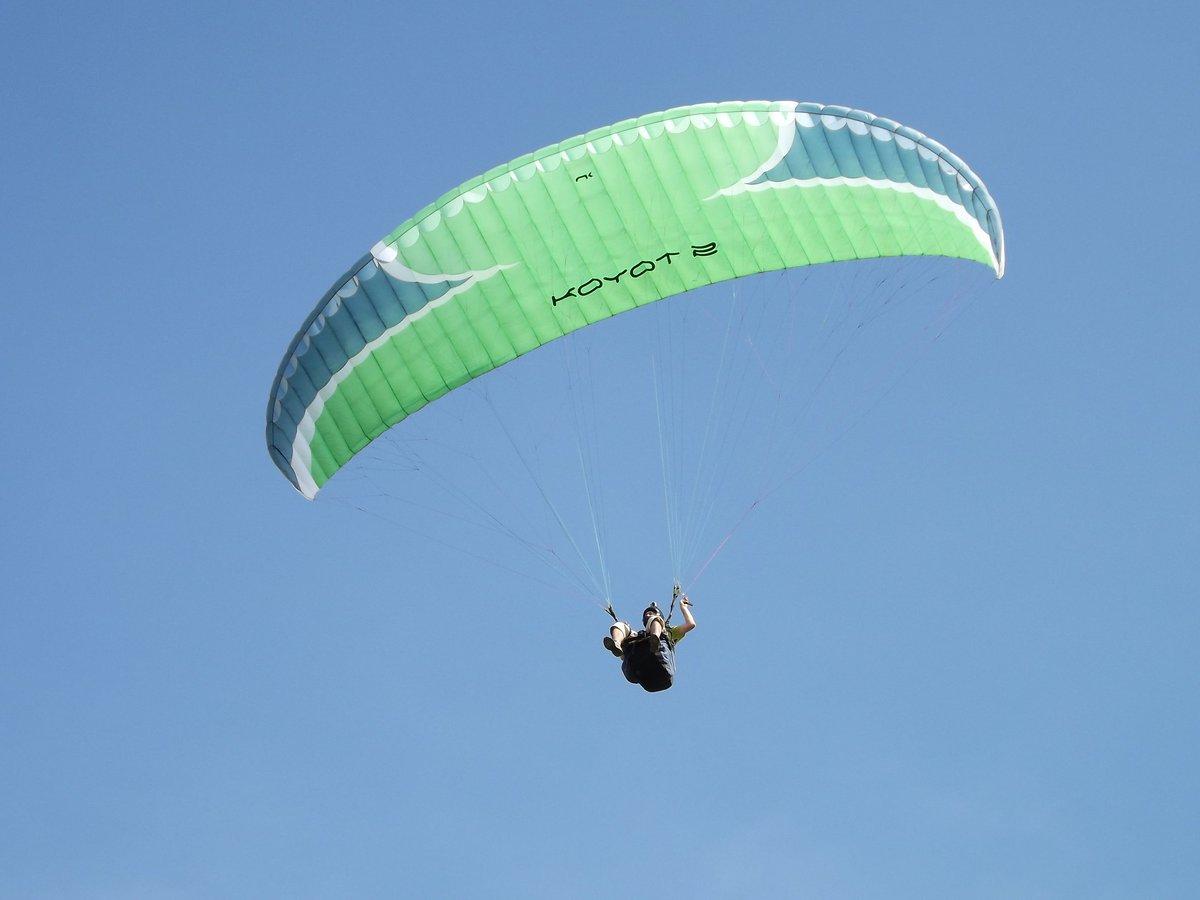 Hoy volví a volar mí querido #parapente @Niviuk en el cielo de Mercedes, #BuenosAires<br>http://pic.twitter.com/gHHqDeMFnz