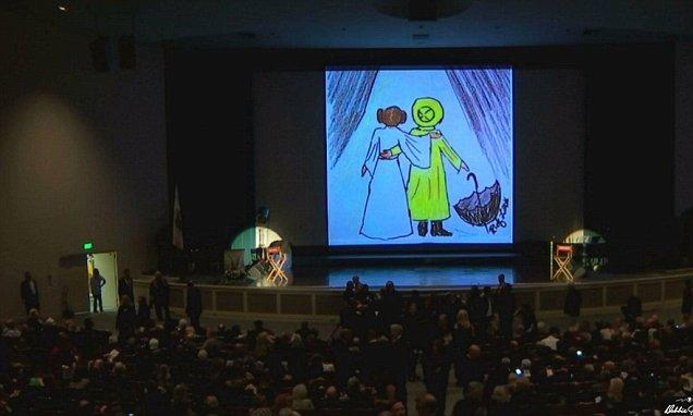 Hundreds pay tribute to #Carrie Fisher and #Debbie #Reynolds  http:// dailym.ai/2niOlgW  &nbsp;  <br>http://pic.twitter.com/UlEkdnGUok
