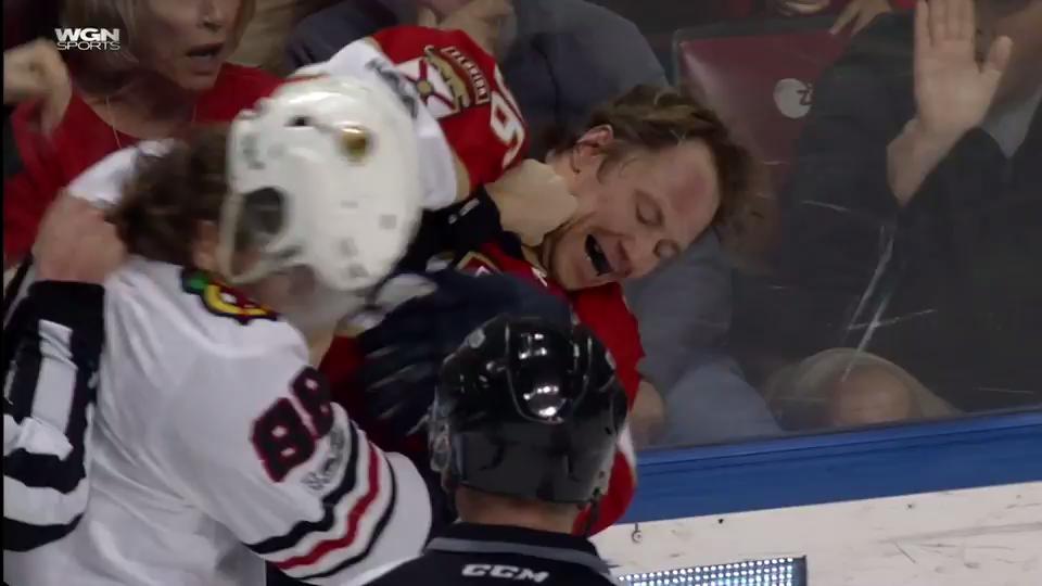 #GottaSeeIt: Patrick Kane and Jussi Jokinen drop the gloves... sort of...