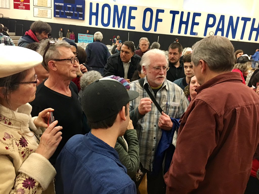 My 300th town hall was one to remember! Thanks to all who joined in Medford to make their voices heard in our #WeThePeople democracy! <br>http://pic.twitter.com/cBcQIUzu5C