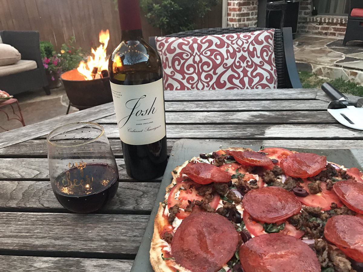 Homemade pizza, a spring fire & @joshcellars = perfect Saturday night in TX! https://t.co/pHvrPzEsDl