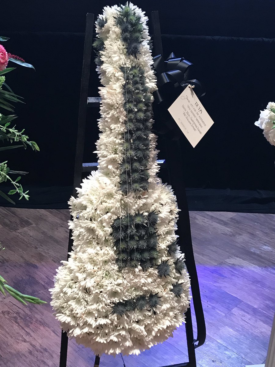 Guitar floral arrangement from the Rolling Stones at Chuck Berry public viewing https://t.co/ZneXMTAOAq