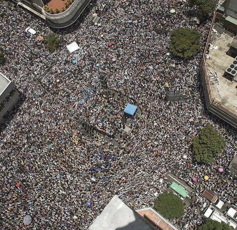 Reporters say thousands protest in Venezuela, pictures suggest more. https://t.co/et0XktZApo
