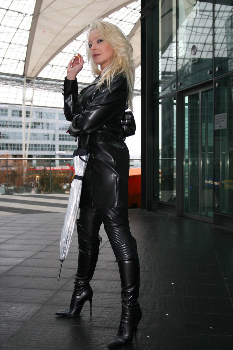 Mature leather mistress