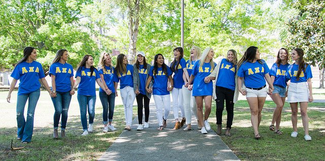 Fun time taking photos with @HSUAlphaXiDelta yesterday! #LiveReddie #GreekLife https://t.co/eODBwjnulF