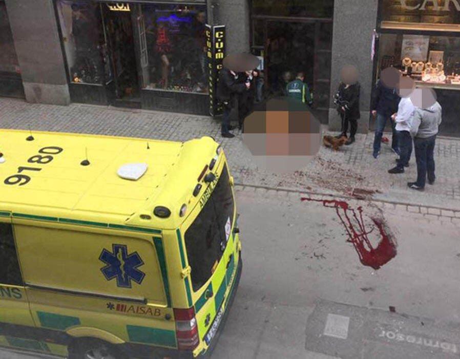Terroralarm in Stockholm: Auf einer zentralen Einkaufsstraße in Stockholm ist am Freitagnachmittag ein Lastwagen in eine Menschenmenge und anschließend in ein Kaufhaus gerast. Mehrere Menschen wurden getötet, viele weitere verletzt. Schwedens Regierung sprach von einer Terrortat