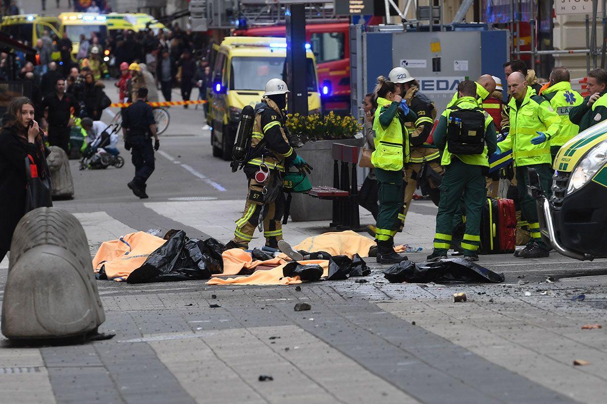 Из фургона вСтокгольме выпрыгнули три человека иоткрыли огонь потолпе