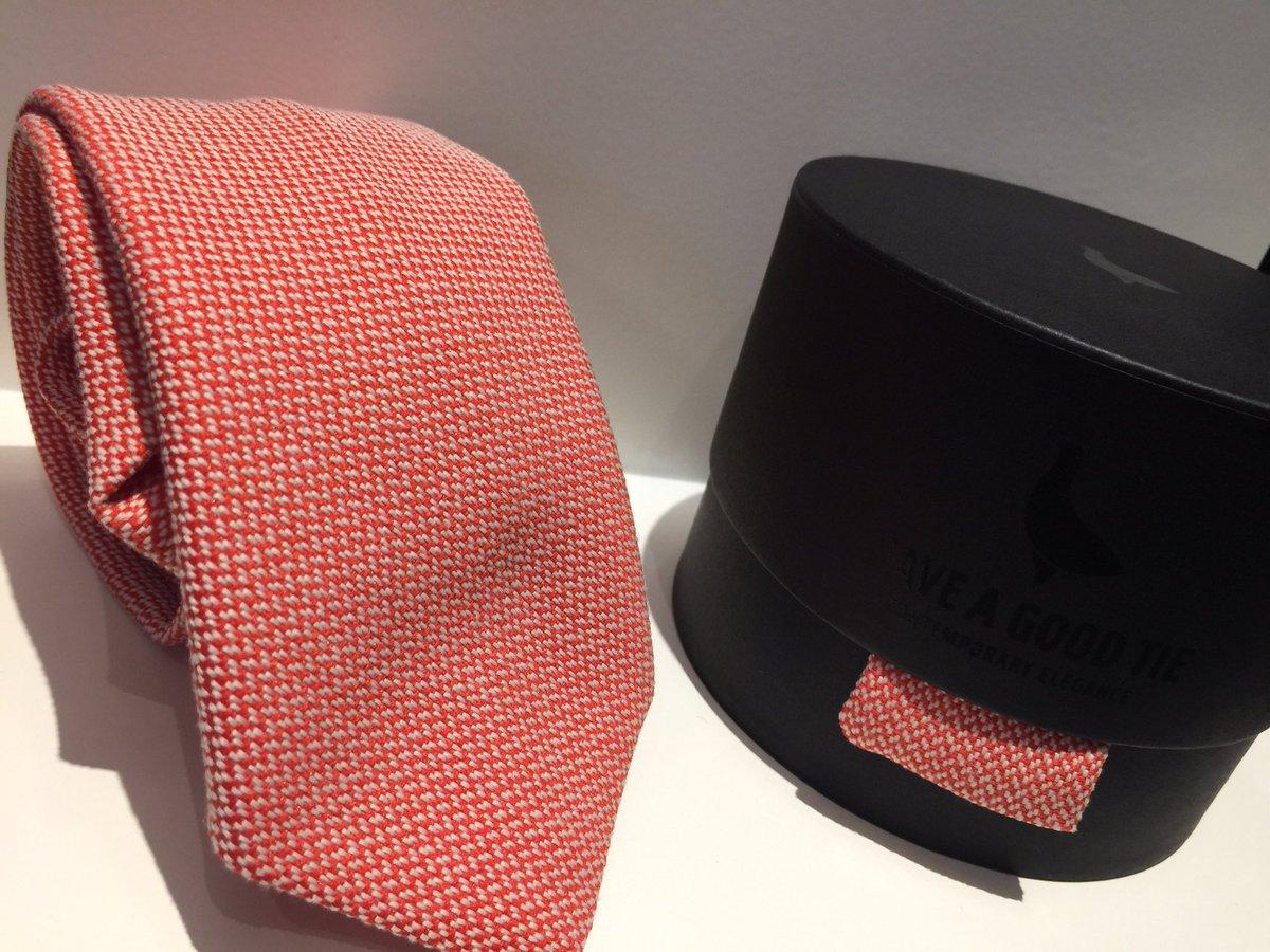#HaveAGoodTie e la #limitededition per il #Fuorisalone2017 la cravatta si reinventa ed è già amore! https://t.co/aBlNxhZoOu
