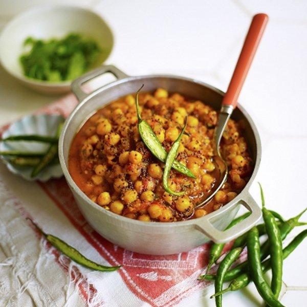 Meat Free Meal Plan: One Pot Spanish Quorn Chicken & Rice, Mango Cashew & Ginger Energy Balls + Leftover Porridge Bread -
