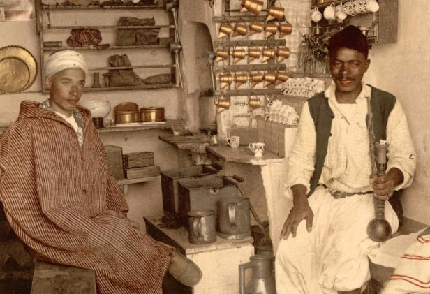 阿尔及利亚阿尔及尔的咖啡厅,约于1840年拍摄。咖啡厅是非常重要的社交场所。https://t.co/t4ZnNWFqCY https://t.co/fOgVDBTJOW