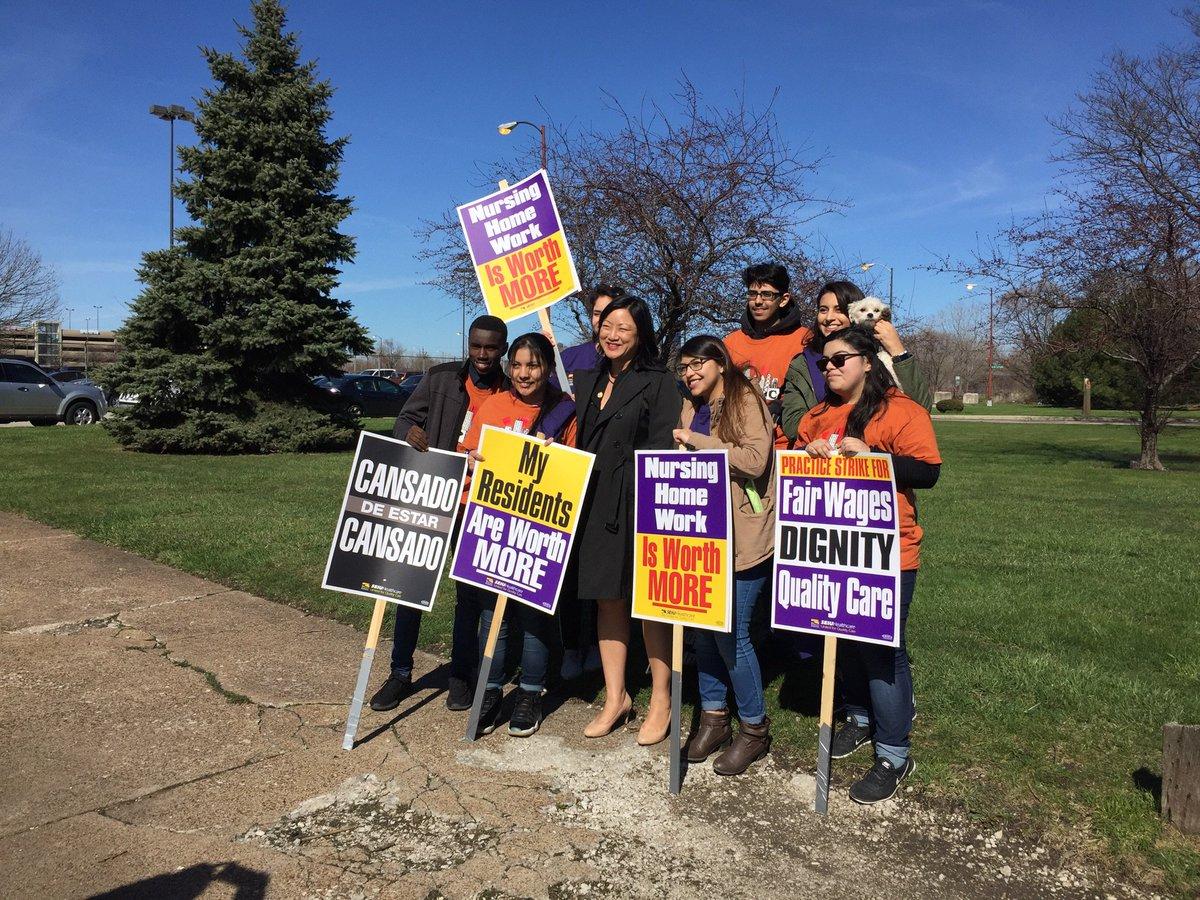 Rep @chicagoTM, @aldermanMunoz22, @aldermanScott24 Join @SEIUhciimk Nursing  Home Workers Picketing For Fair Wages At California Gardens!pic.twitter.com/  ...