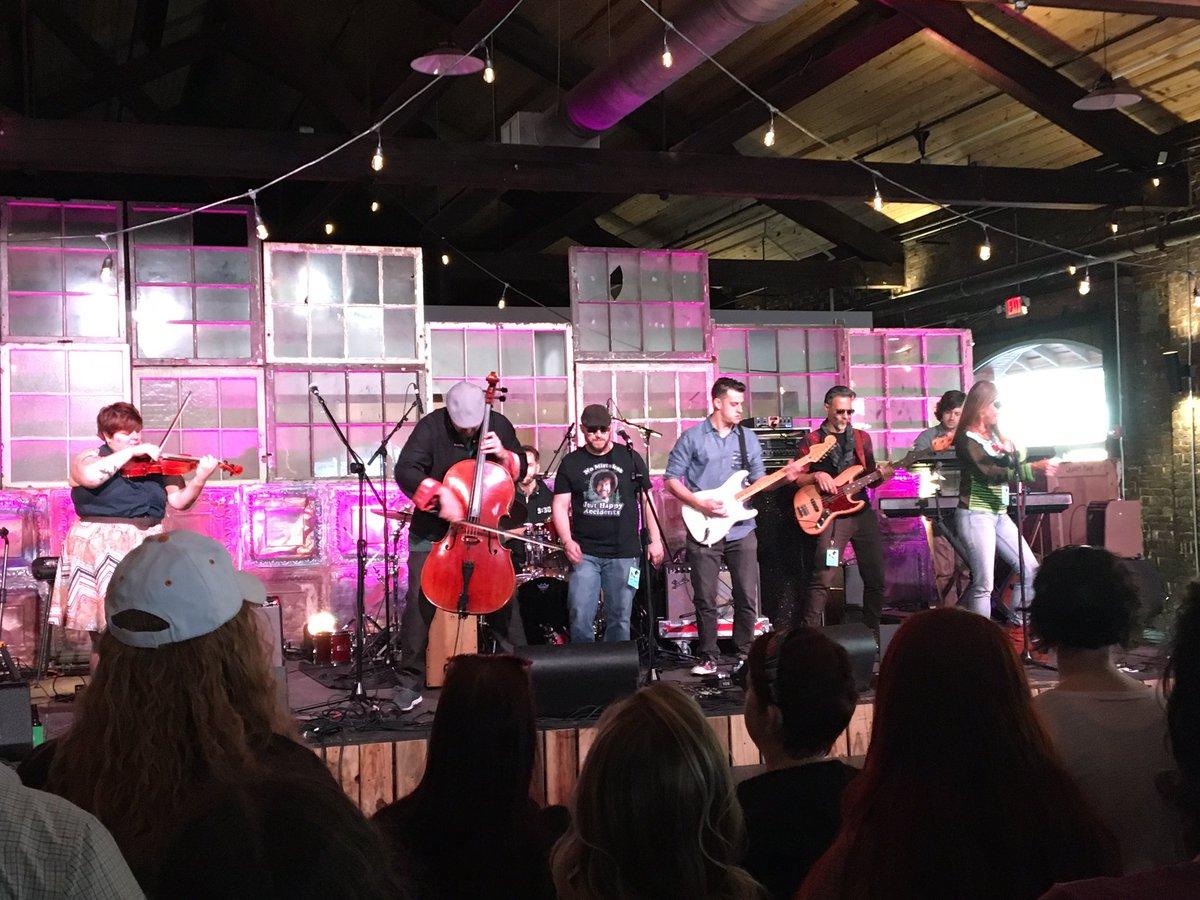 @daveeggar Never heard of you til tonight ! Totakky enjoyed your music tonight in Knoxville https://t.co/SUrnDxZMhT