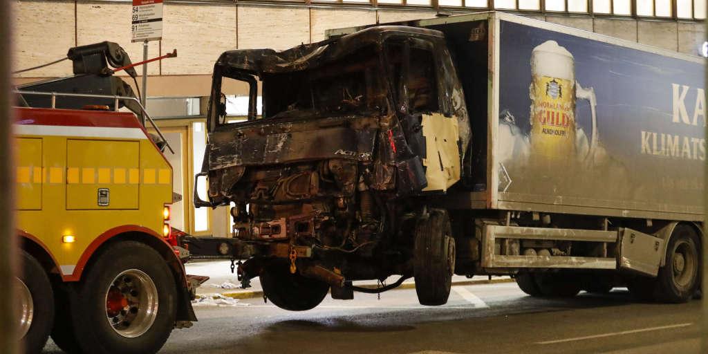 Трагедия в Польше: в результате взрыва обрушился жилой дом - среди жертв есть ребенок - Цензор.НЕТ 5991