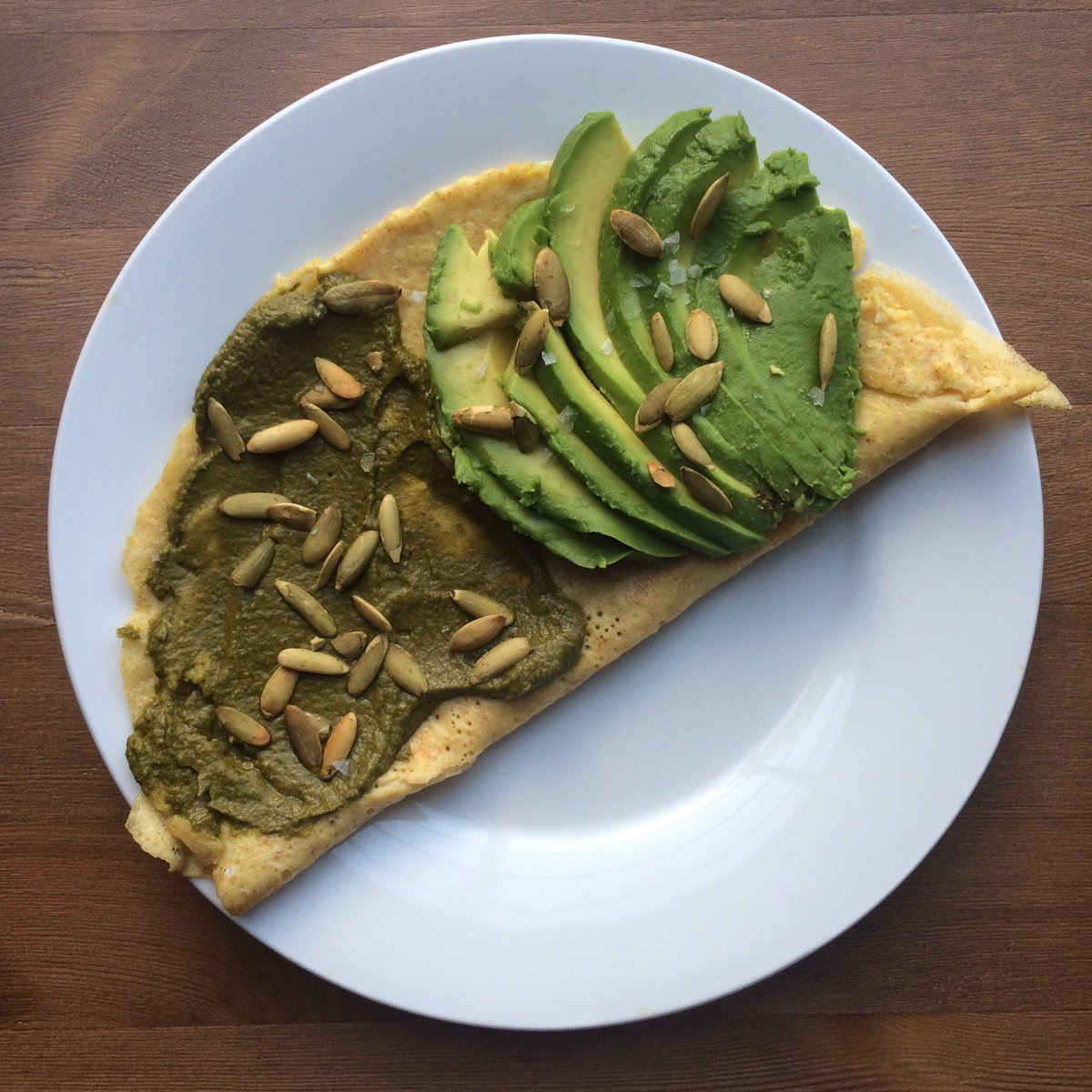 Savory #crepe. #Sourdough starter #leaven, #eggs, #avocado, #kale-#basil #pesto, #pepitas, #Maldon #salt. #food #fermented #OchoEatTweets<br>http://pic.twitter.com/I8eoxp2B8d