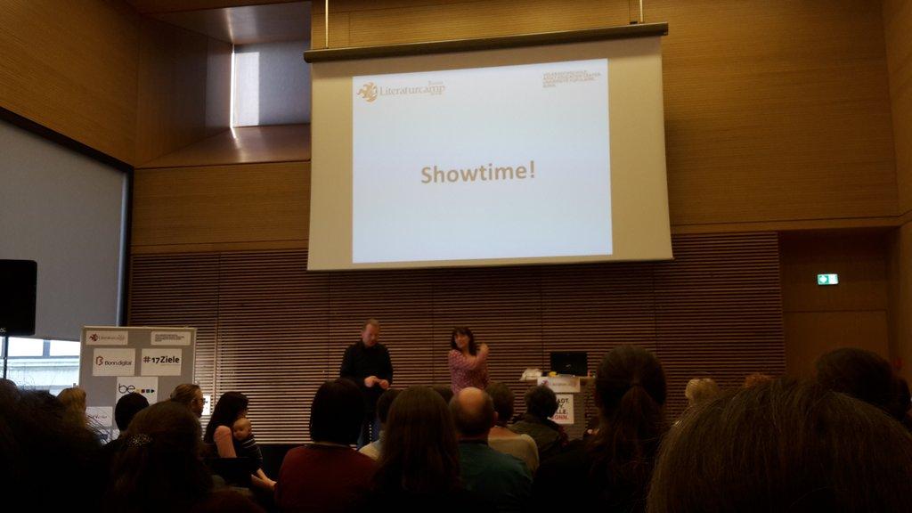 Impro Theater von den @TheaterImpro zum Abschluss eines tollen Tages 😙 #litcampbn17 https://t.co/az1cAzjhmv