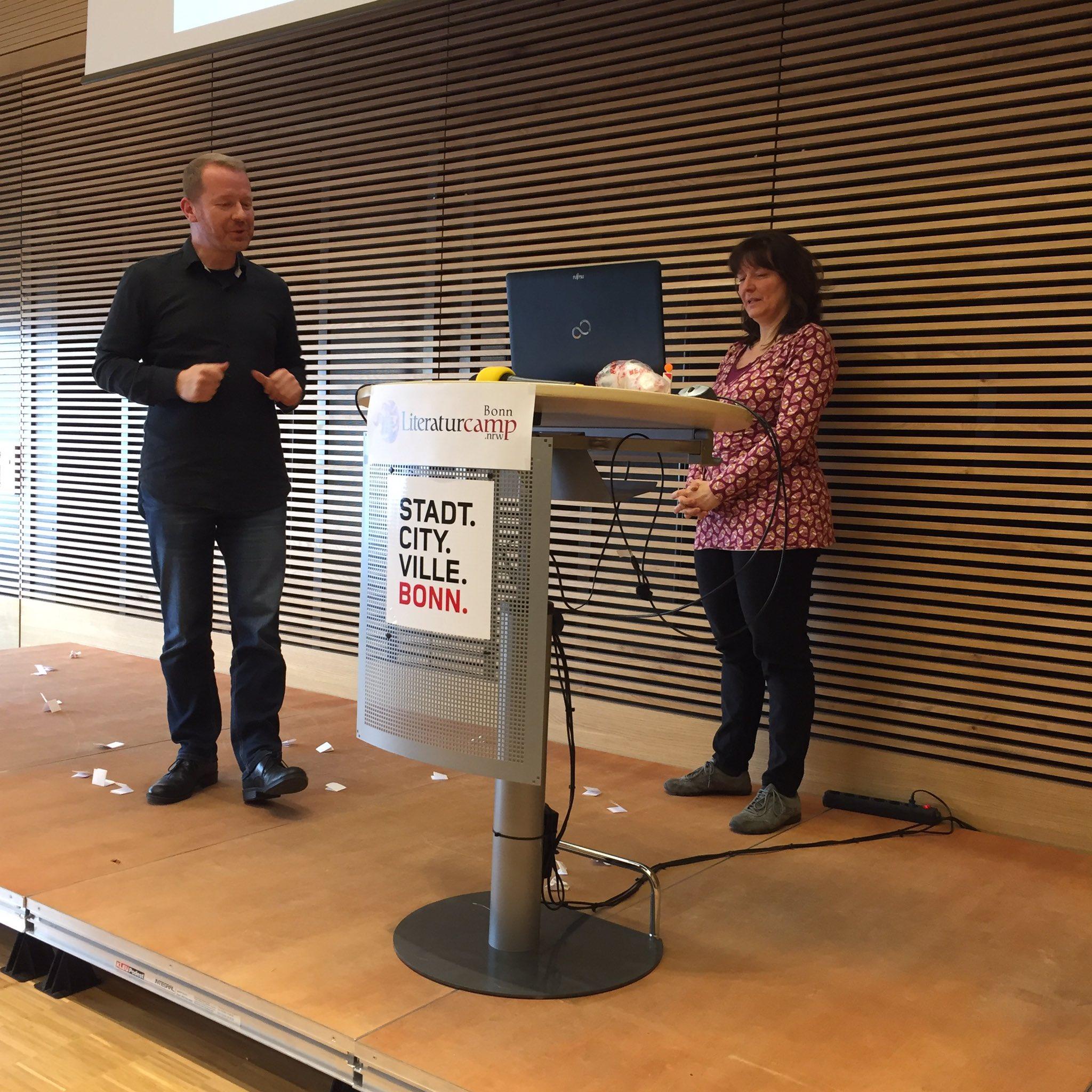 Die Beziehung Autor und Lektor ist von vielen Gefühlen geprägt -besonders bei @TheaterImpro  #litcampbn17 https://t.co/WYBJUhlXUL