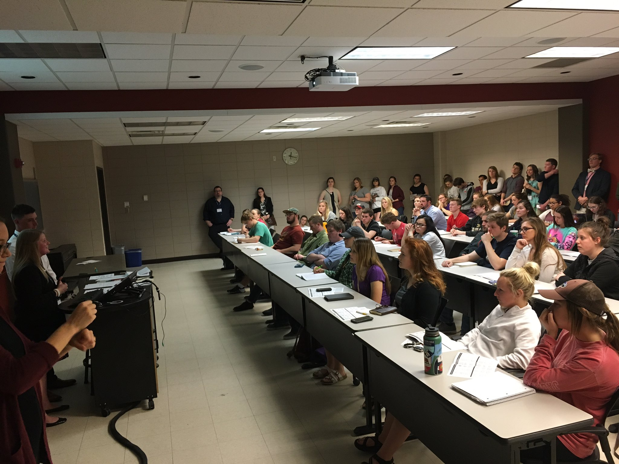 """Attendees listen to @JasminFosheim and @pklit23 discuss """"Piloting Assessment Tasks in the Interpreting Program"""" at Symposium. #ASL #research https://t.co/R3BXDBluj0"""
