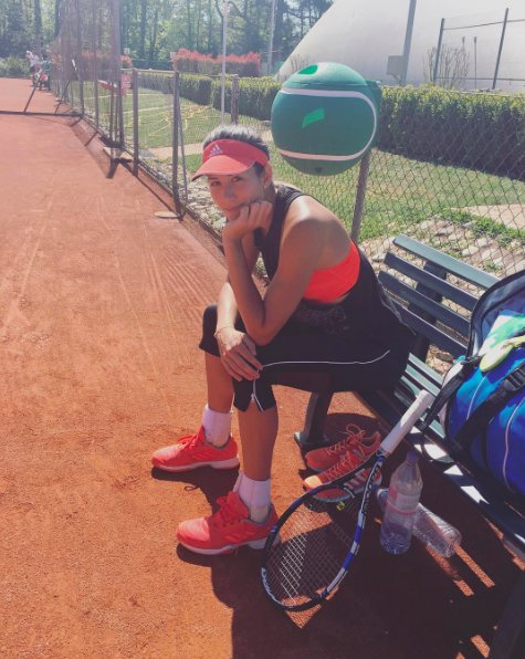 ¡Hola tierra batida!! He vuelto ���� Hi red clay! I am back ���� ❤️❤️❤️ https://t.co/LdHWMjxeUG