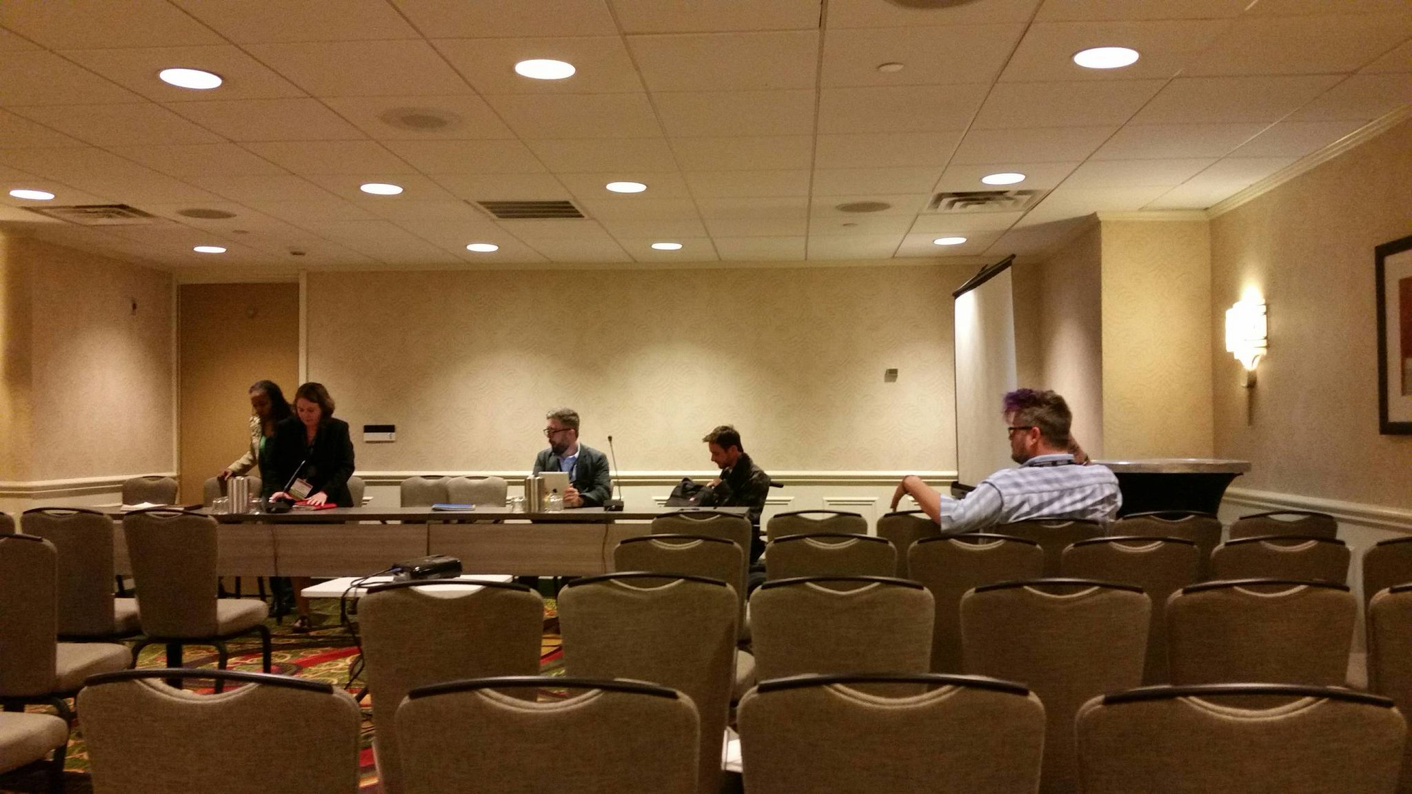 Panel getting situated. #p1984 #OAH17 - https://t.co/rqRcVKtPBl https://t.co/bvYNunZEZO