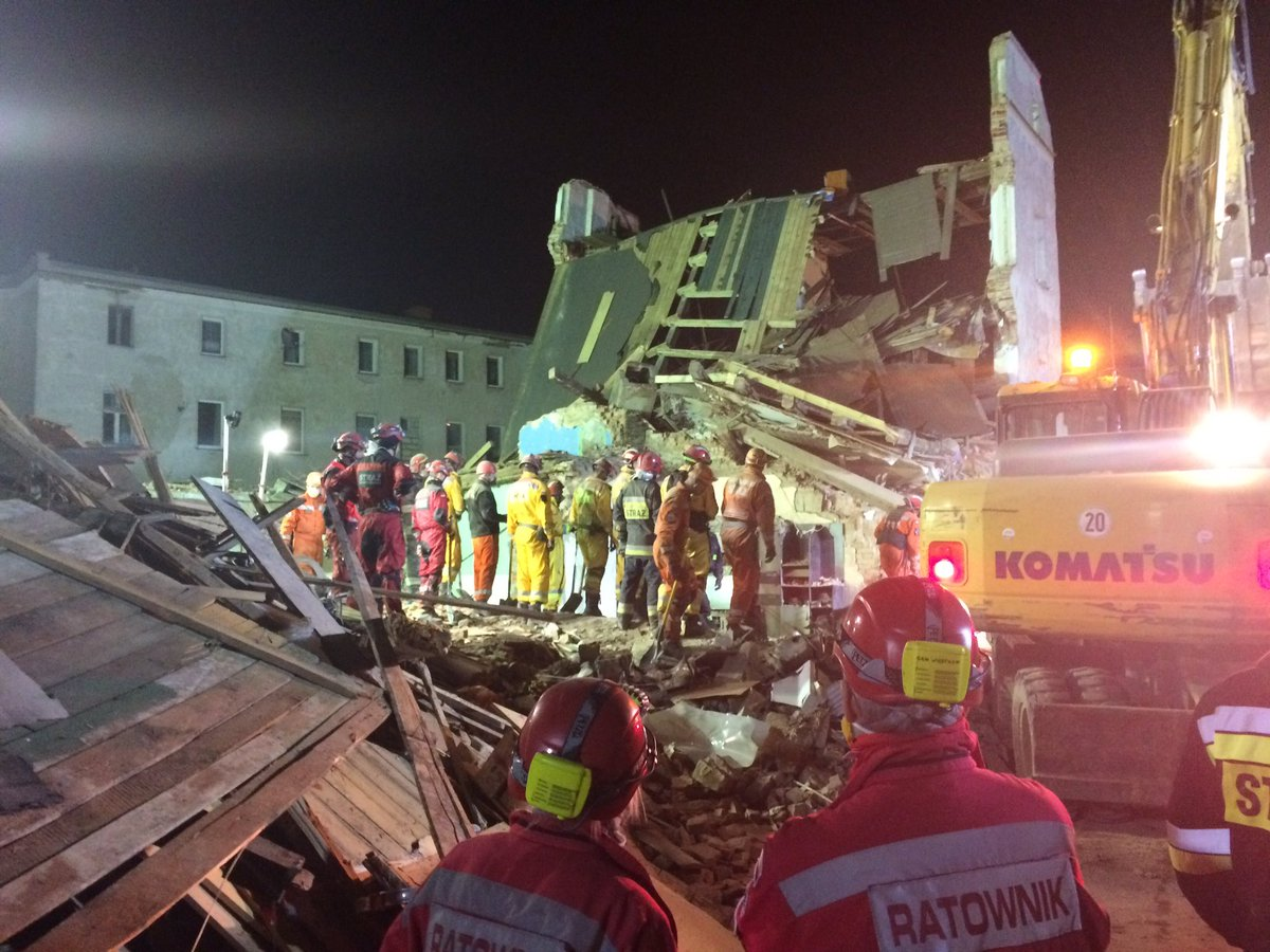 On building collapse site in In Świebodzice rescuers are working non-stop
